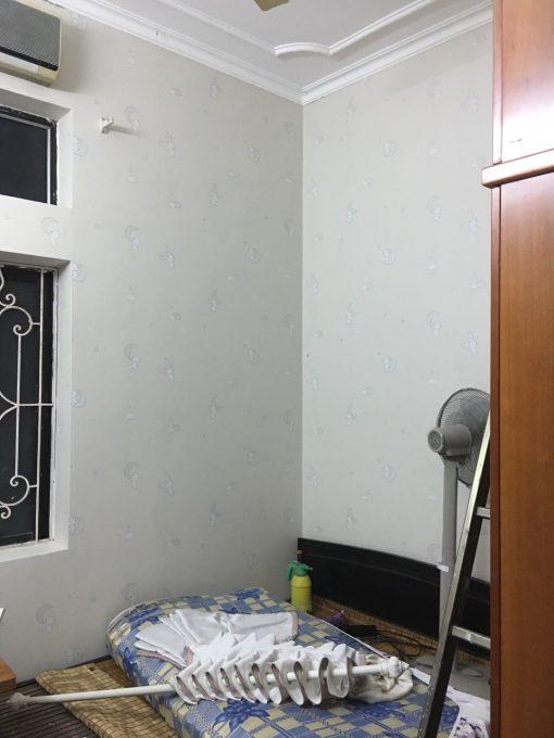 Thi công giấy dán tường Hàn Quốc nhà chú Hưng Cù Chính Lan